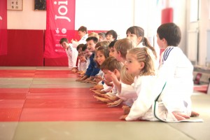 kids-line-up-04-08-2013-15-10-00