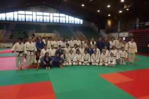 partecipanti all'allenamento femminile collegato al trofeo